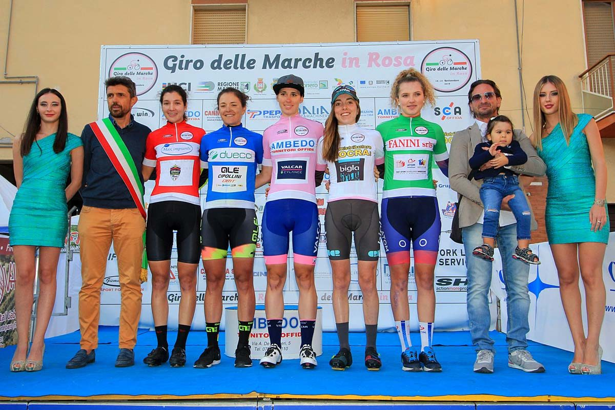 Tutte le maglie dopo la seconda tappa del Giro delle Marche in Rosa (foto F. Ossola)