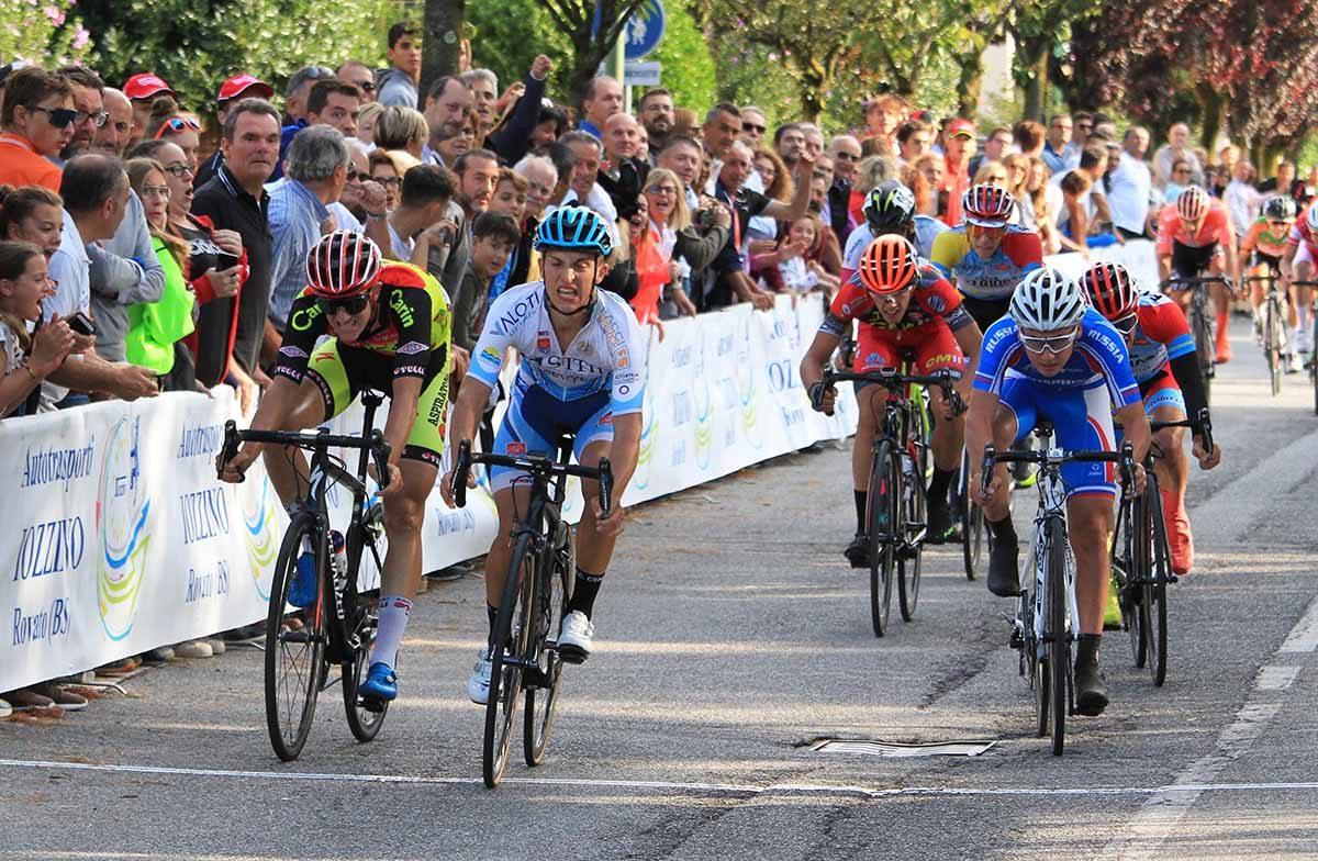 Davide Persico vince la volata a Provezze (foto Rodella)