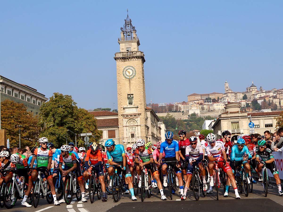 La partenza da Bergamo de Il Lombardia 2019 (foto Photobicicailotto)
