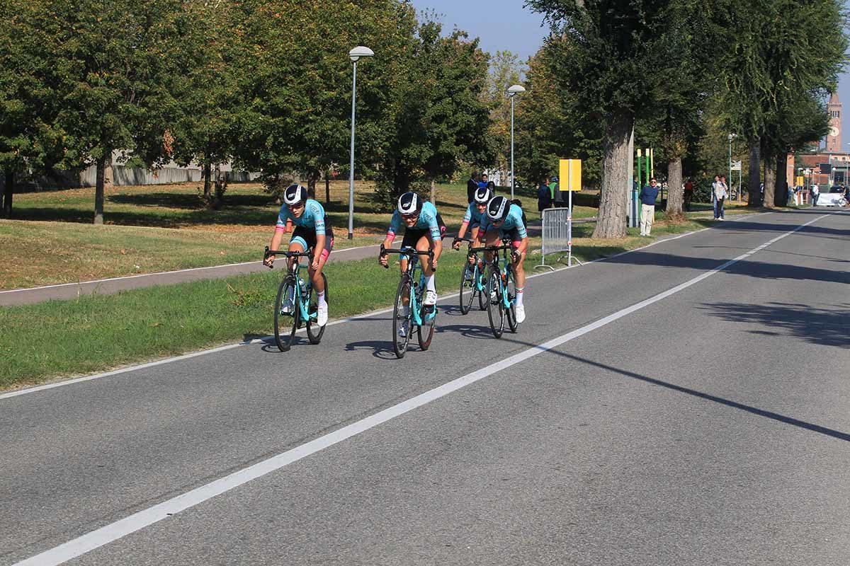 Le ragazze di Ciclismo Insieme in azione al Campionato Italiano Cronosquadre Donne Junior (foto Fabiano Ghilardi)