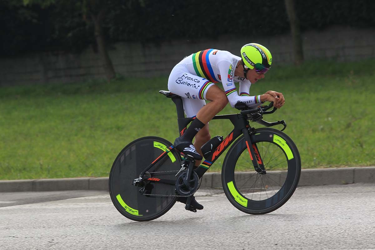 Antonio Tiberi in azione con la maglia iridata nella cronometro Juniores di Castelgomberto (foto Fabiano Ghilardi)