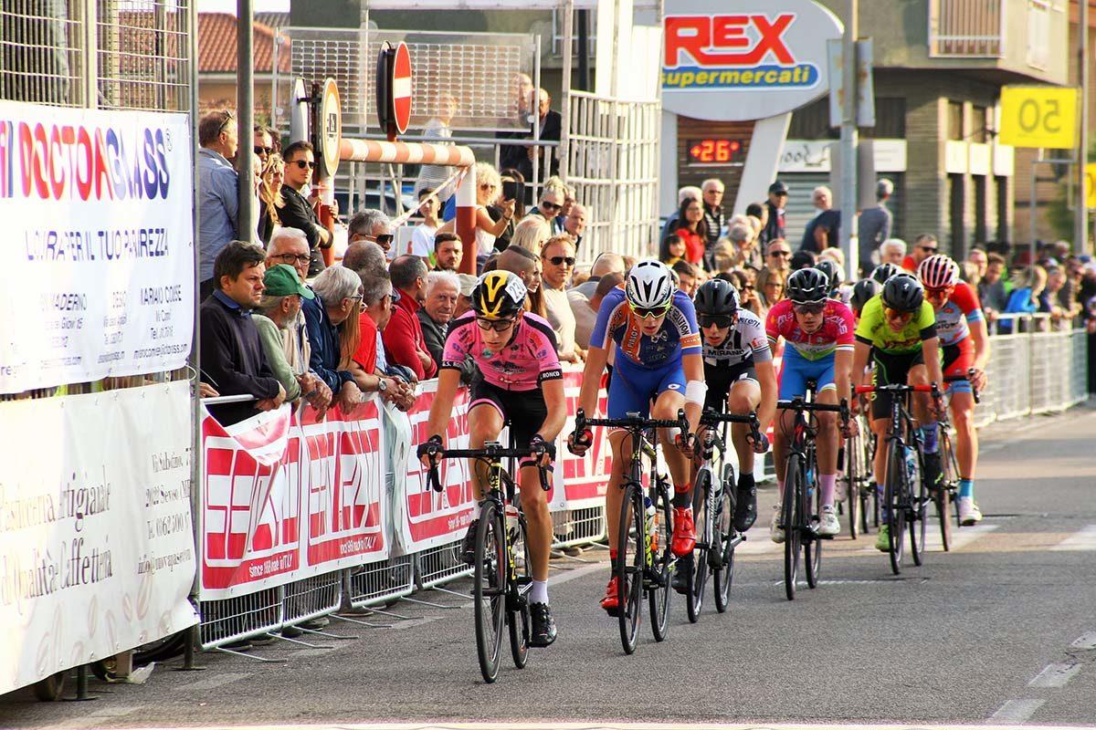 Il gruppetto  in fuga nel 57° Trofeo Villaggio San Pio X di Cesano Maderno (foto Berry)