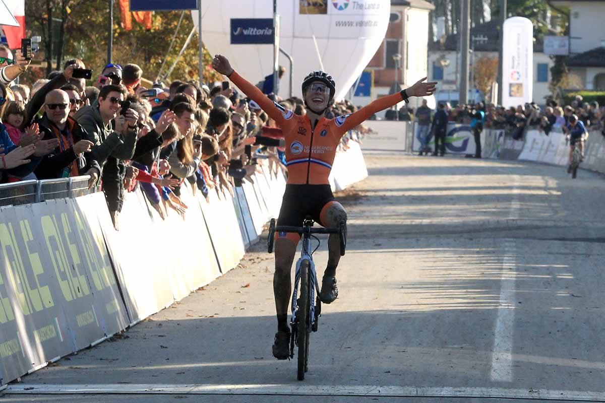 Yara Kastelijn vince il Campionato Europeo Ciclocross Donne Elite a Silvelle (foto Fabiano Ghilardi)
