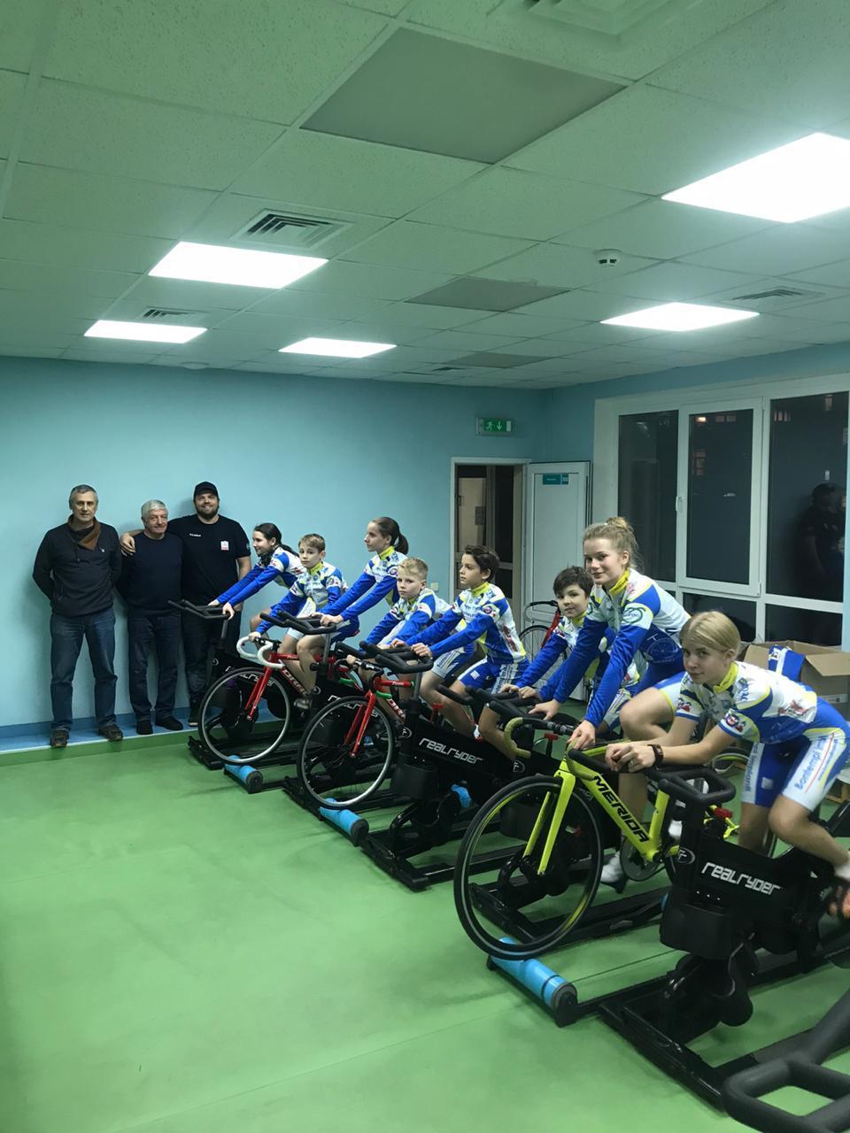 I ragazzi ucraini in allenamento con le maglie della Progetto Ciclismo Rodengo Saiano