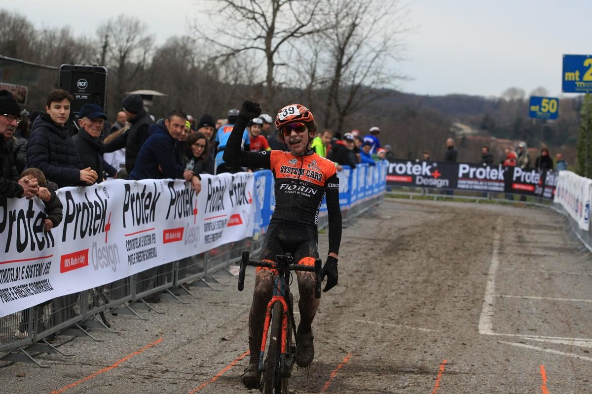 Nicholas Travella vince a Lurago d'Erba (foto Fabiano Ghilardi)