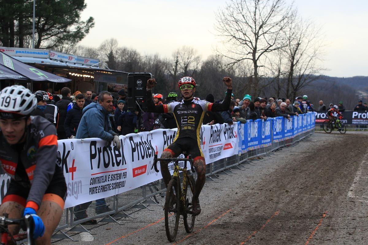 Eros Cancedda vince a Lurago d'Erba (foto Fabiano Ghilardi)