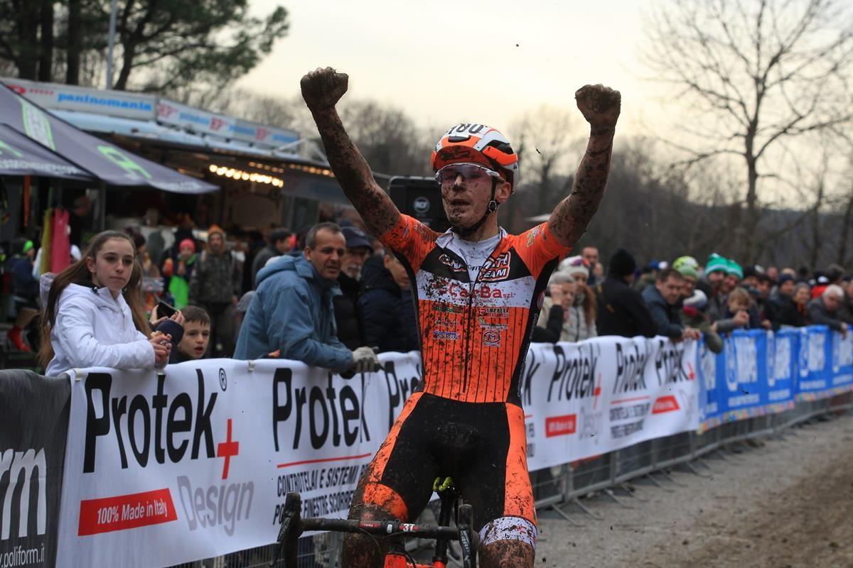 Alessandro Mario Dante vince a Lurago d'Erba (foto Fabiano Ghilardi)