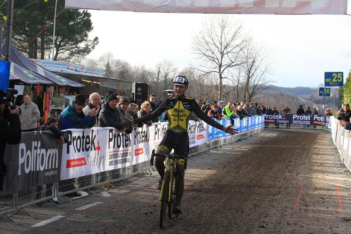 Gabriel Fede vince a Lurago d'Erba (foto Fabiano Ghilardi)