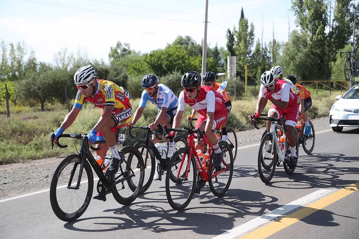 La fuga in azione nella seconda tappa della Vuelta a San Juan 2020 (foto Ilario Biondi/BettiniPhoto)