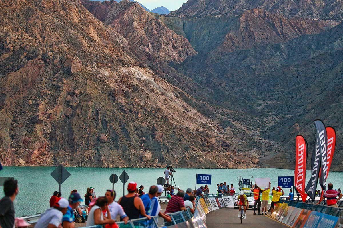 Una panoramica della terza tappa a cronometro della Vuelta a San Juan (foto Ilario Biondi/BettiniPhoto)