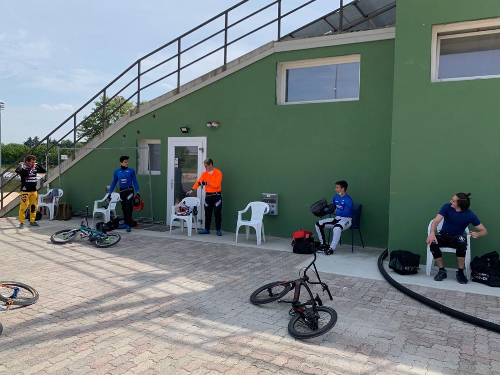 Postazioni degli atleti a distanza di sicurezza alla pista BMX di Verona