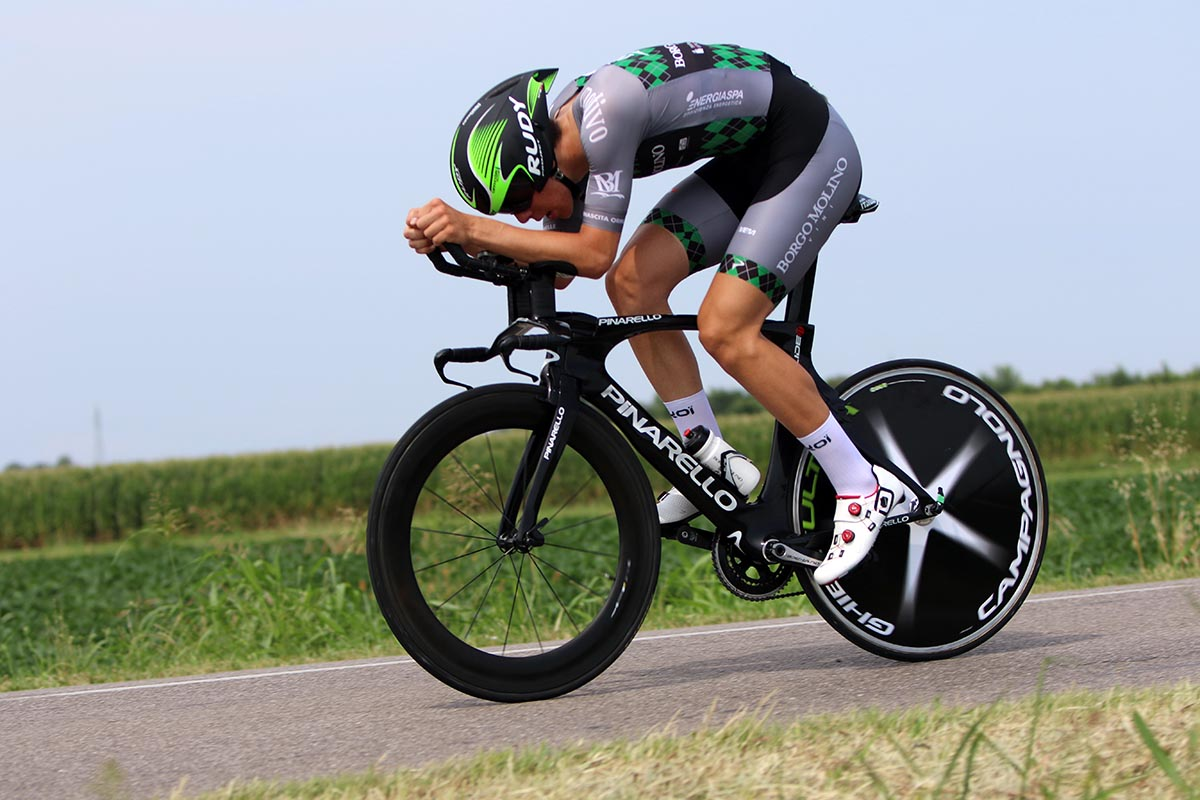 Stefano Cavalli in azione nella cronometro Juniores di Roveredo di Guà (foto Photobicicailotto)