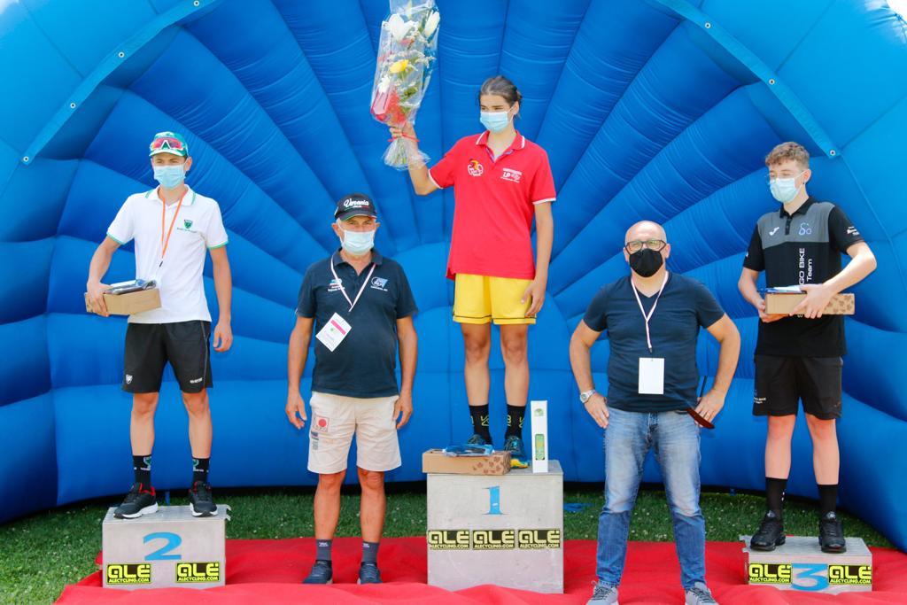 Il podio Esordienti 2° anno della cronometro di Roveredo di Guà (foto Photobicicailotto)
