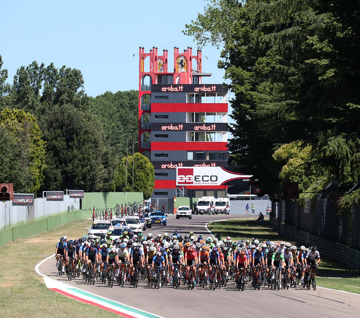 Un momento di gara Elite e Under 23 all'Autodromo di Imola