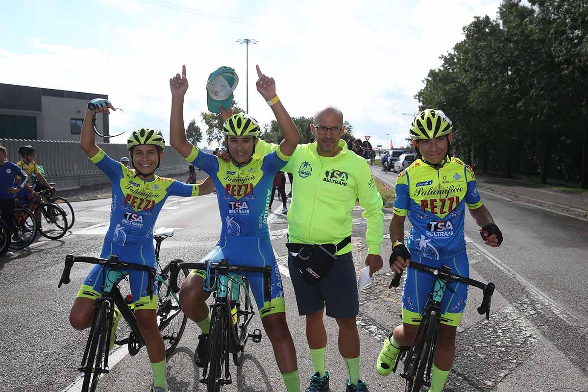 Festa della Gioca in Bici Oglio Po per la vittoria di Federico Saccani a Covo tra gli Esordienti 1° anno (foto Soncini)