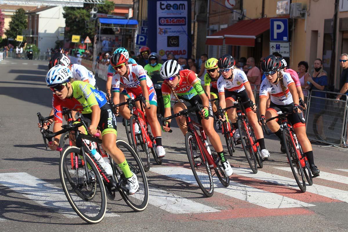 La fuga in azione nella gara Donne Junior di Massa Finalese (foto Fabiano Ghilardi)
