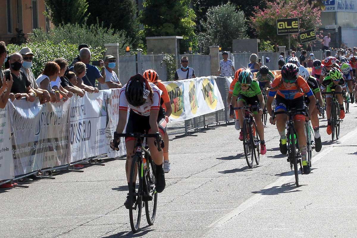 Laura Padovan vince la gara Donne Esordienti di Bovolone (foto Fabiano Ghilardi)