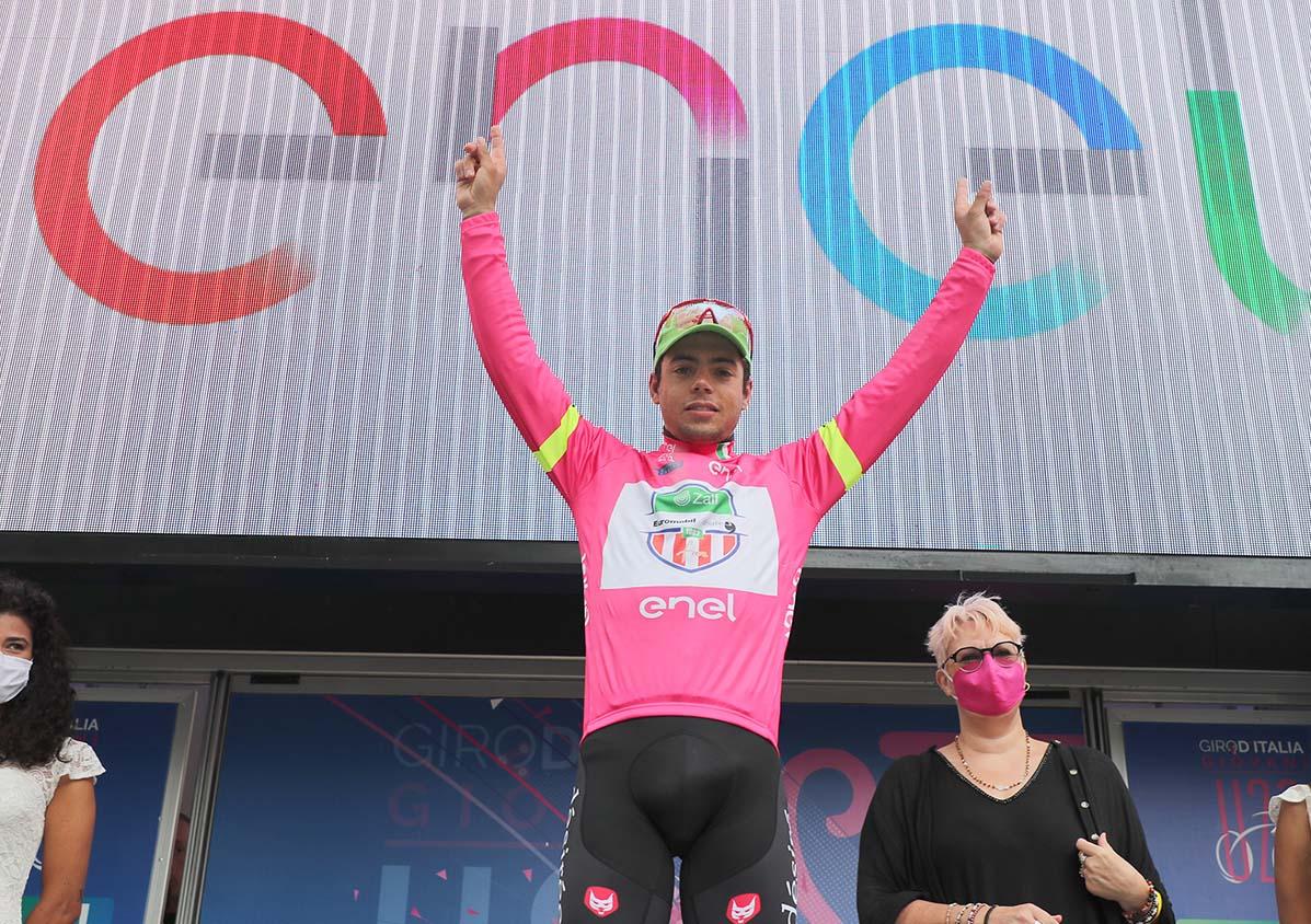 Luca Colnaghi maglia rosa dopo tre tappe al Giro d'Italia Under 23 2020 (foto Isolapress)