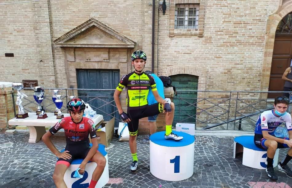Il podio del Trofeo Balacco Paponi 2020 a Petritoli (foto Ciclomarche/Giuseppe Baiocco)