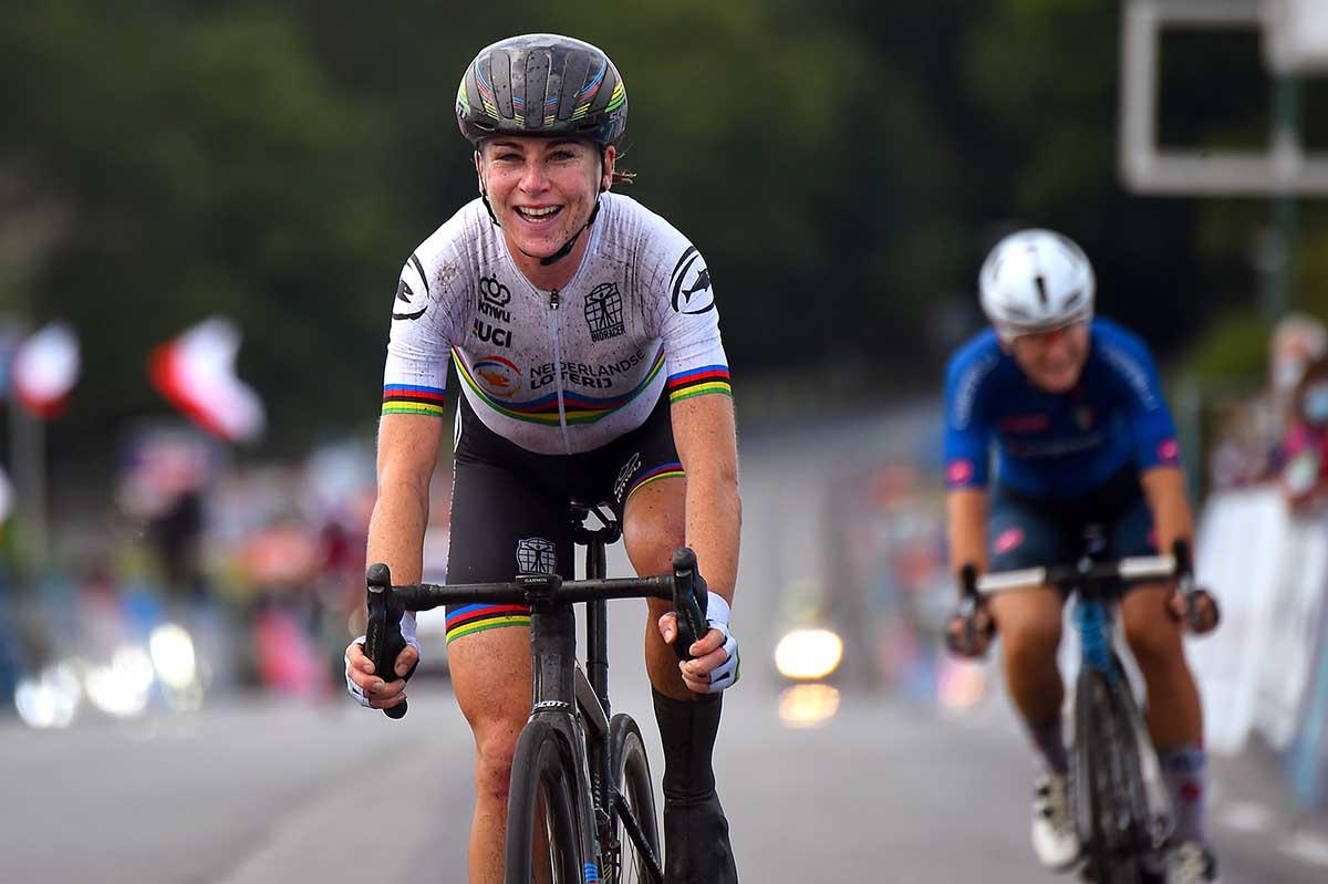 Annemiek Van Vleuten batte Elisa Longo Borghini nel Campionato Europeo Donne Elite strada a Plouay (foto BettiniPhoto)