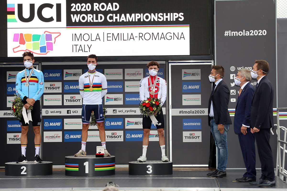 Il podio dei Mondiali Imola 2020 con il presidente UCi, il presidente CIO e il sindaco di Imola (foto Photobicicailotto)