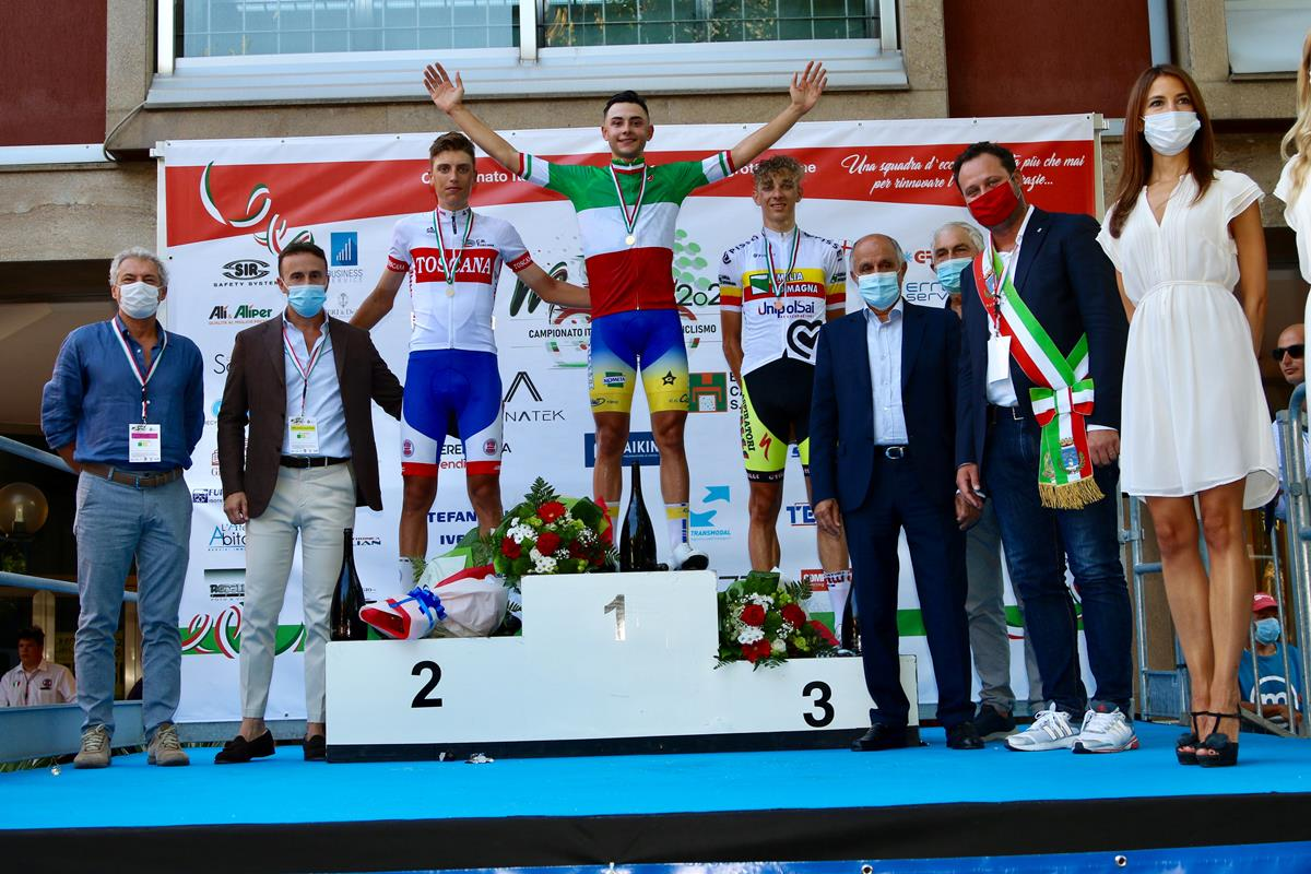 Il podio del Campionato Italiano strada Juniores 2020 vinto da Andrea Montoli (foto Photobicicailotto)