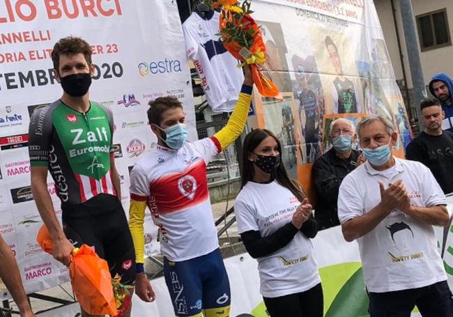 Il vincitore a Poggio a Caiano Filippo Tagliani e Martin Marcellusi con la maglia di campione toscano Under 23