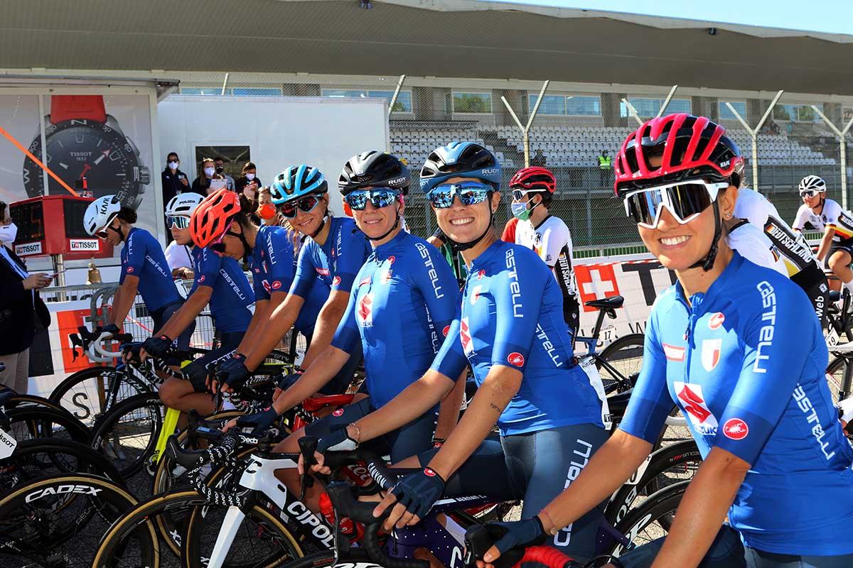Le azzurre alla partenza del Mondiale strada Donne Elite Imola 2020 (foto Photobicicailotto)