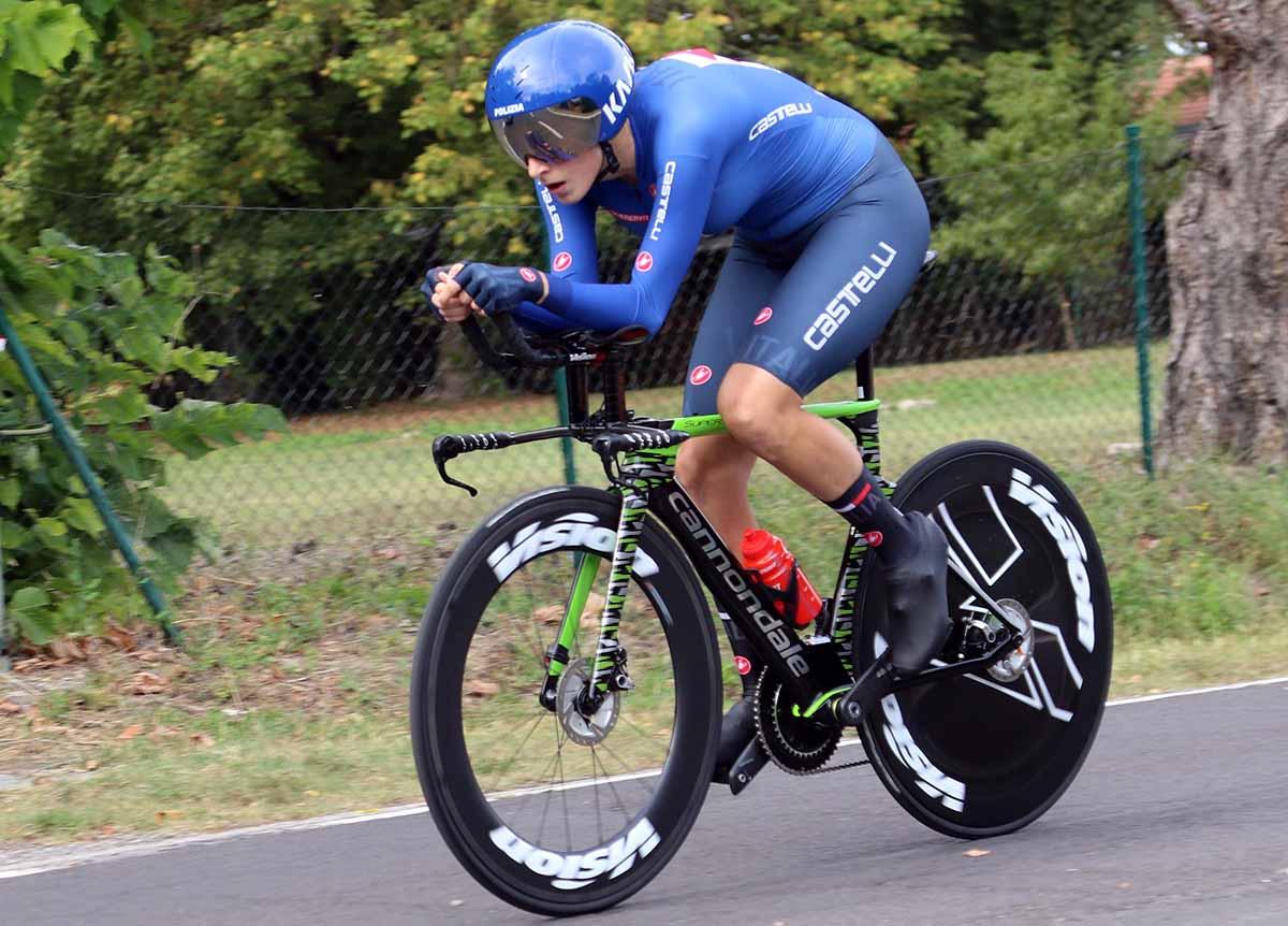 Vittoria Guazzini in azione al Mondiale a cronometro Donne Elite a Imola 2020 (foto Photobicicailotto)