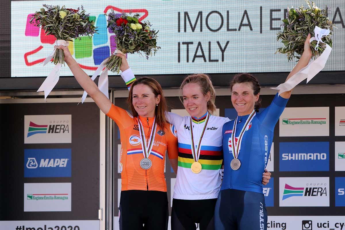 Il podio del Mondiale strada Donne Elite Imola 2020 (foto Photobicicailotto)