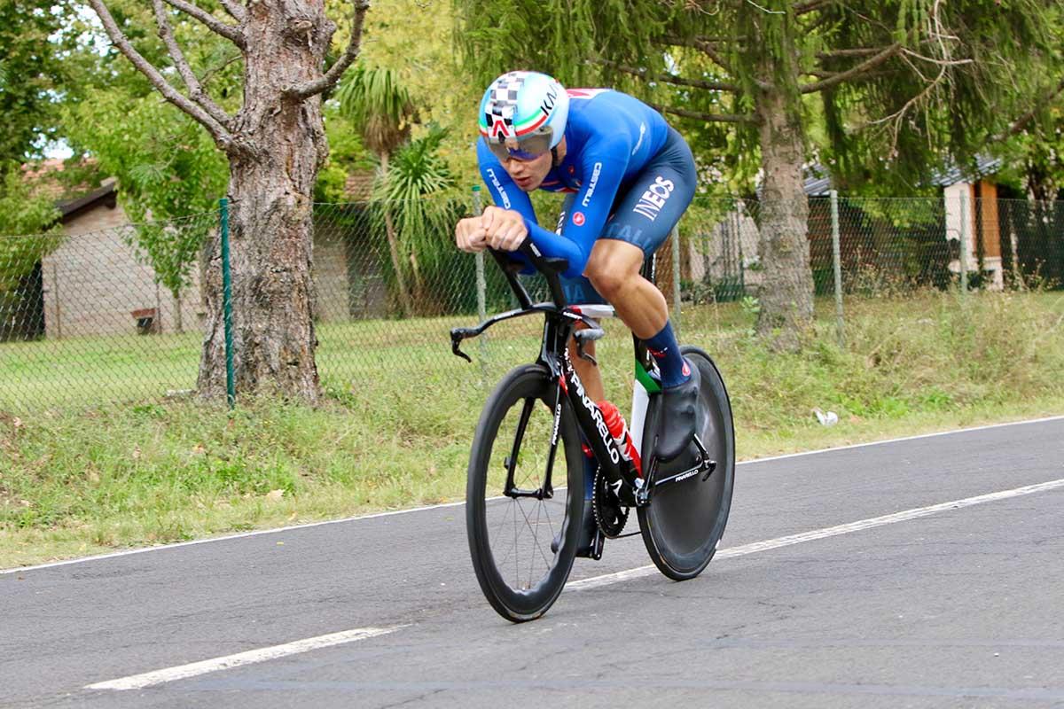 Filippo Ganna in azione al Mondiale a cronometro di Imola (foto Photobicicailotto)