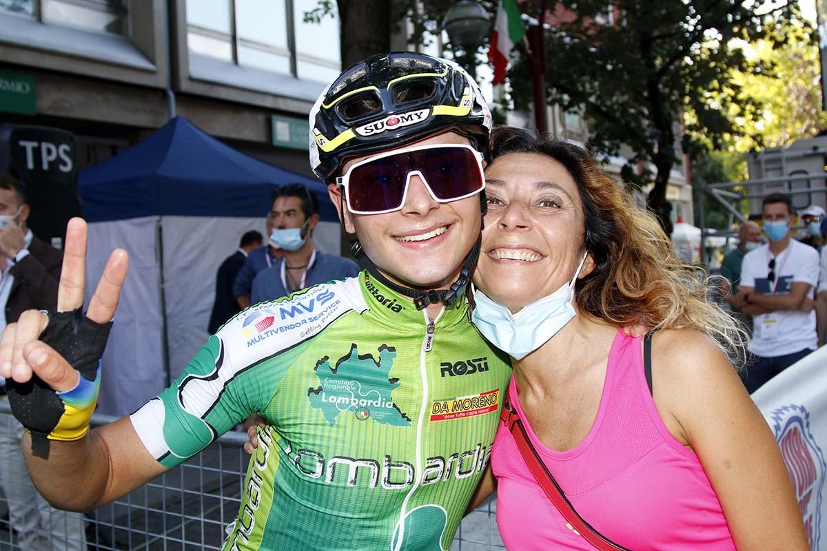 Andrea Montoli con la mamma (foto Photobicicailotto)