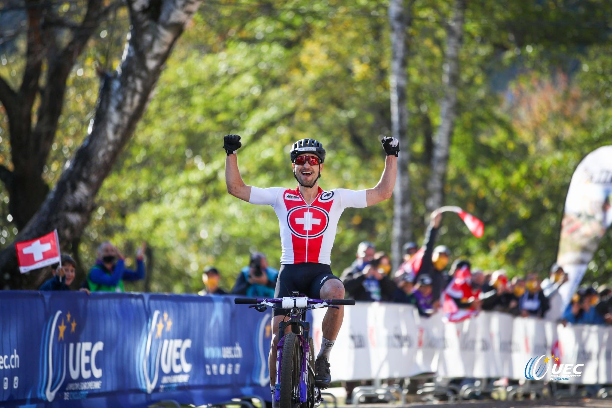 Nino Schurter vince il Campionato Europeo XCO 2020 (foto UEC/Michele Mondini)