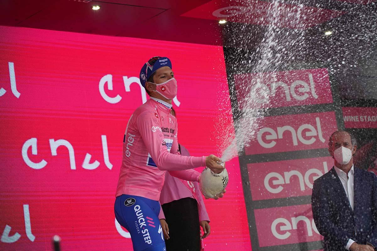 Joao Almeida resta maglia rosa al Giro d'Italia 2020 (foto LaPresse)
