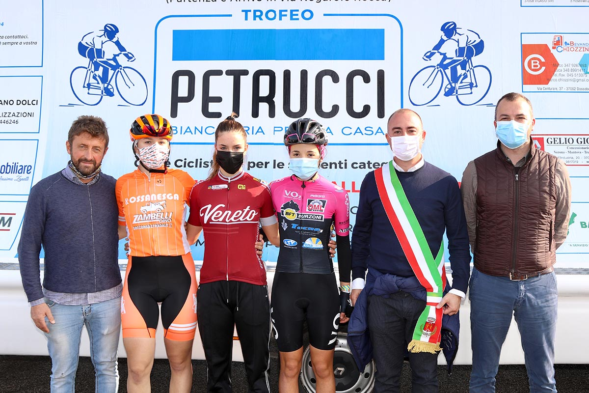 Il podio del Trofeo Petrucci, gara Donne Esordienti di Vigasio (foto Photobicicailotto)