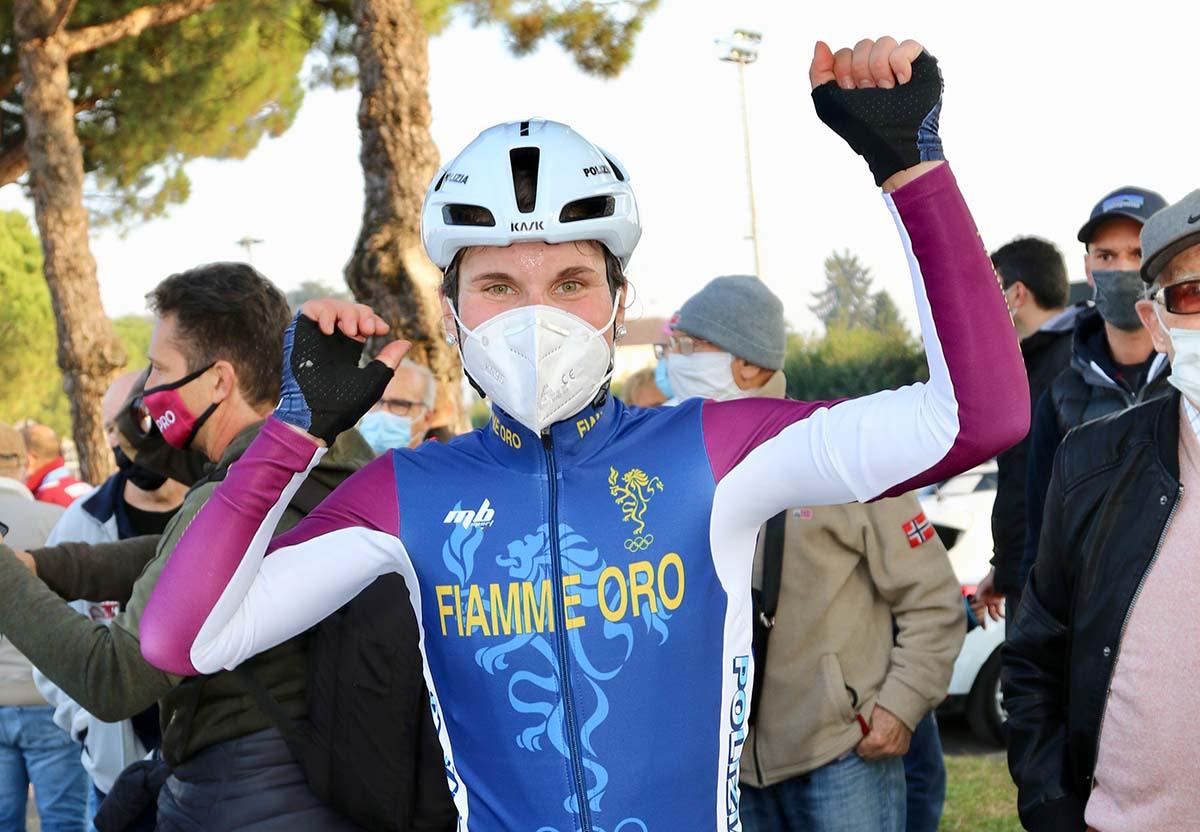Elisa Longo Borghini festeggia la vittoria del Campionato Italiano Donne Elite 2020 a Breganze (foto Photobicicailotto)