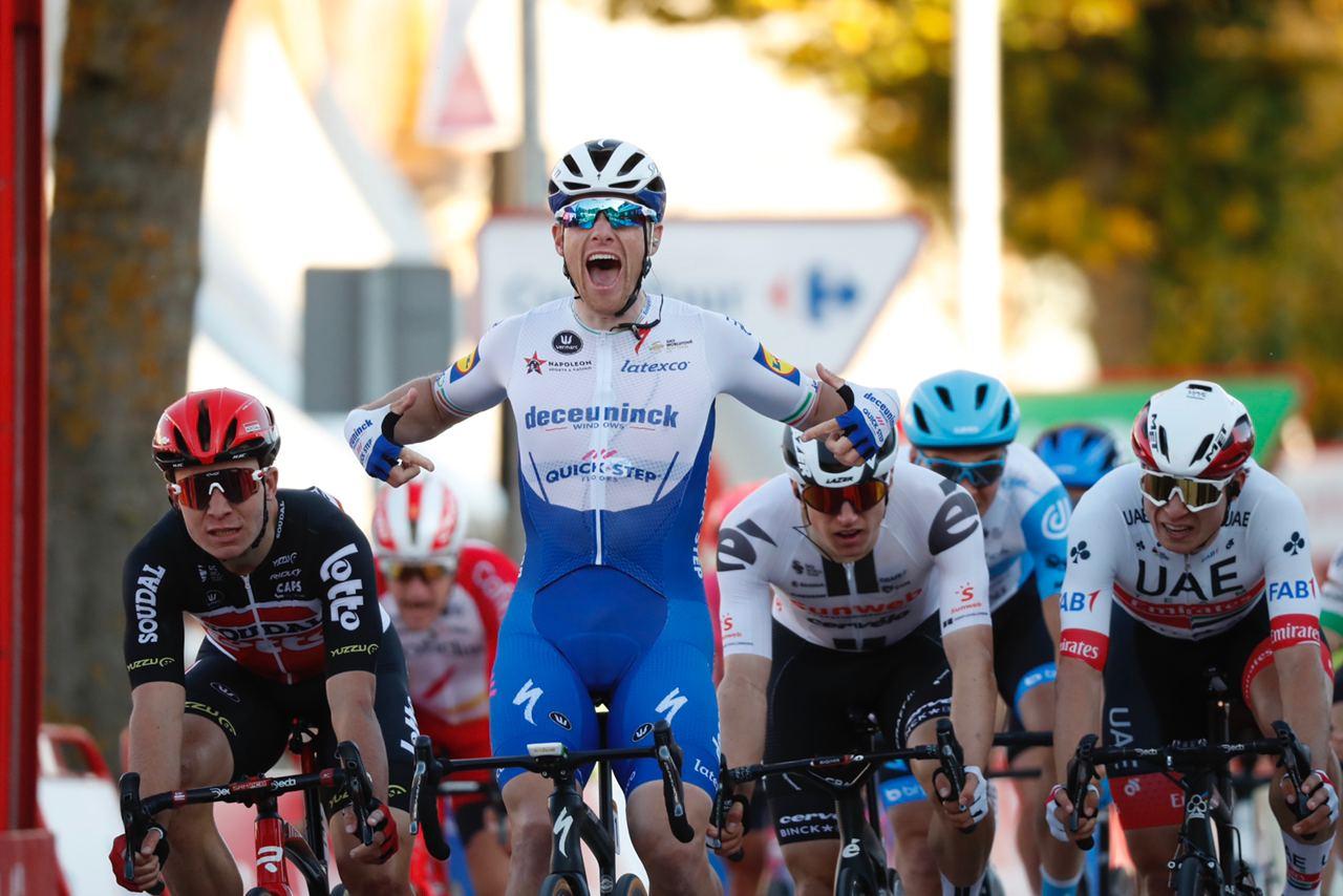 Sam Bennett vince la nona tappa della Vuelta a Espana 2020 ma poi è declassato per irregolarità (foto Unipublic / Photo Gomez Sport)