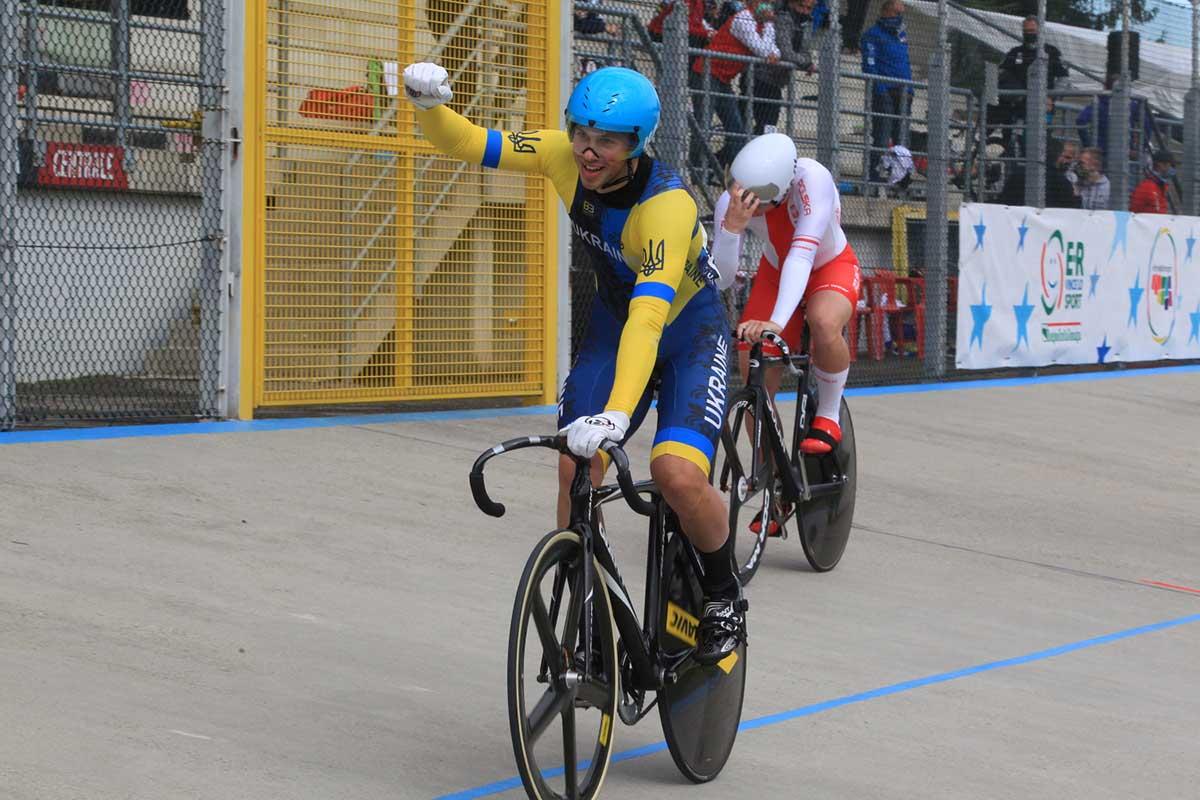 L'esultanza dell'ucrainoBohdan Danylchuk campione europeo Keirin Juniores (foto Fabiano Ghilardi)