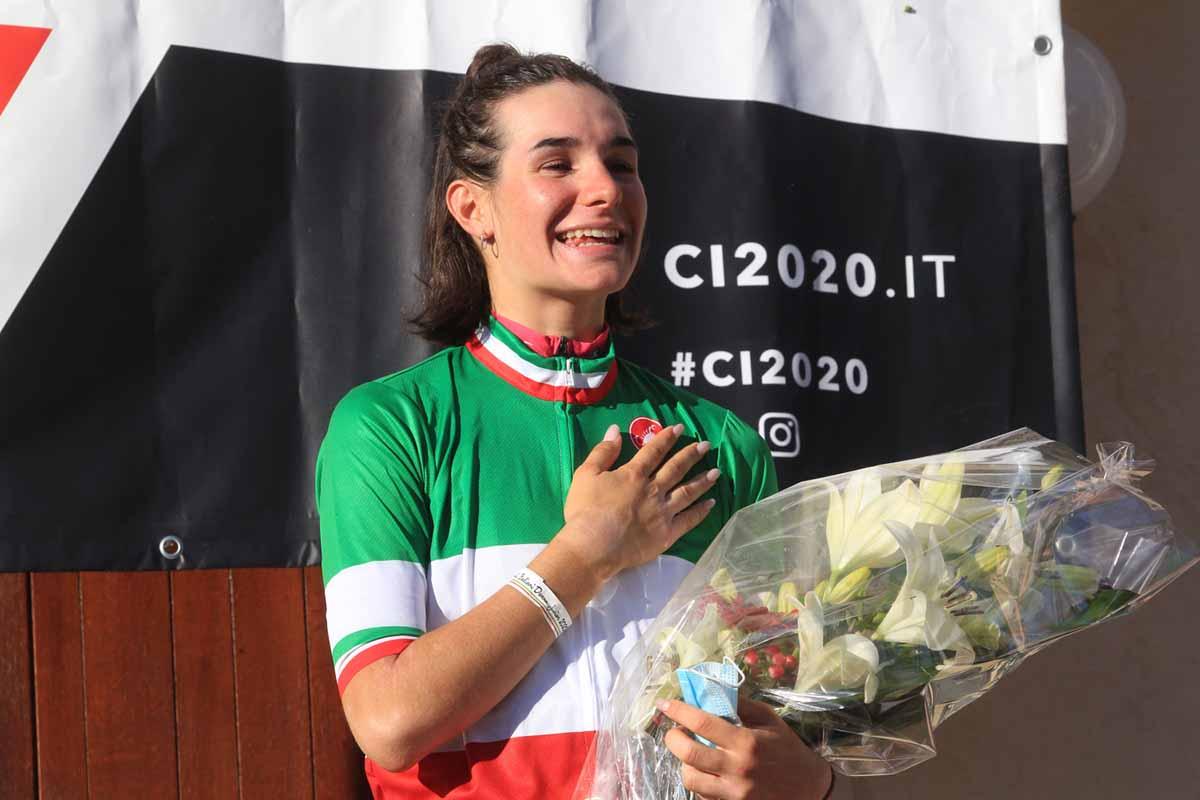 Francesca Barale festeggia la vittoria del Campionato Italiano strada Donne Junior 2020 a Sarcedo (foto Fabiano Ghilardi)