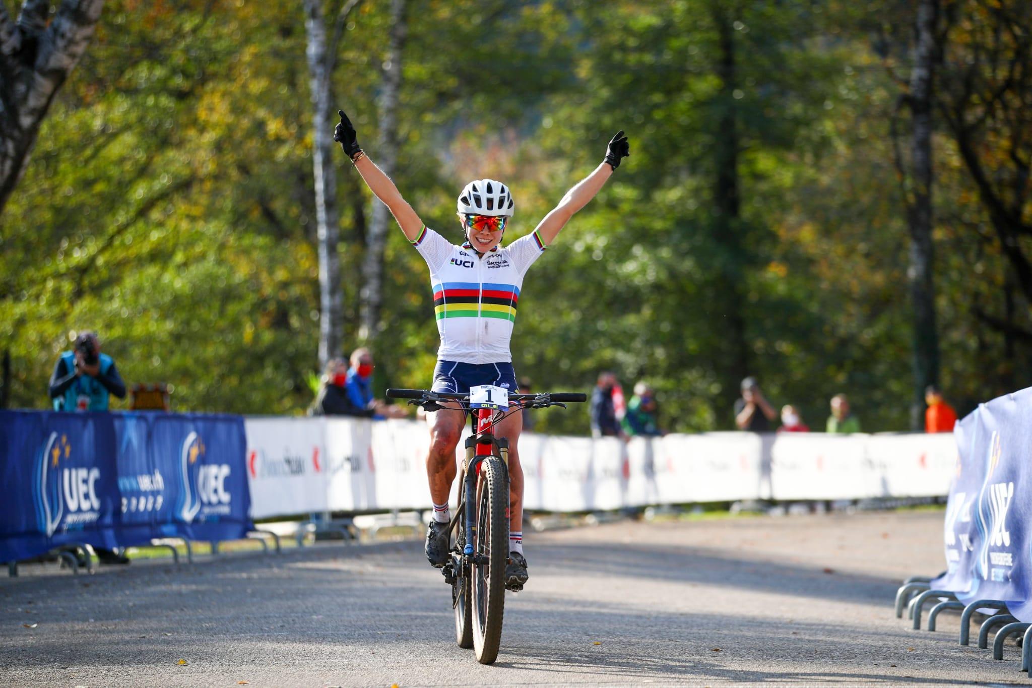 Loana Lecomte vince il Campionato Europeo XCO Donne U23 (foto Michele Mondini/BettiniPhoto/UEC)