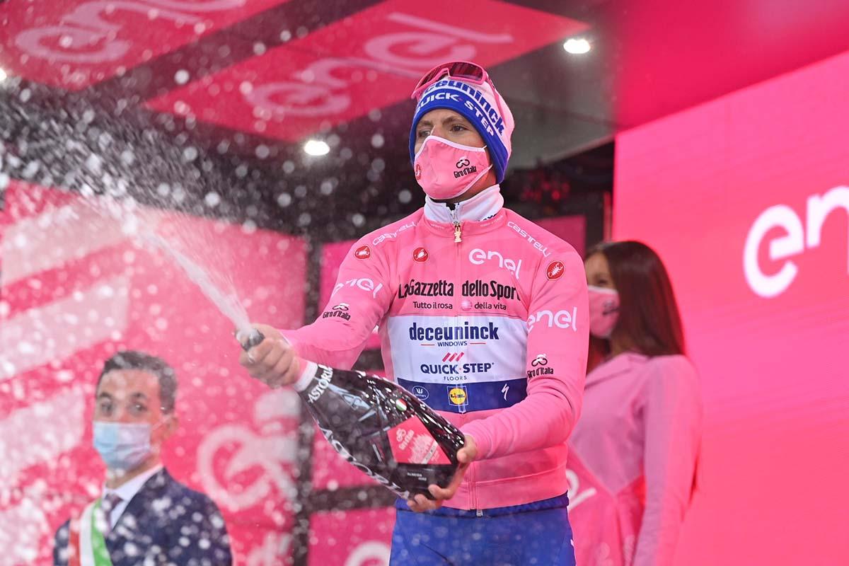 Joao Almeida per il decimo giorno in maglia rosa al Giro d'Italia 2020 (foto LaPresse)
