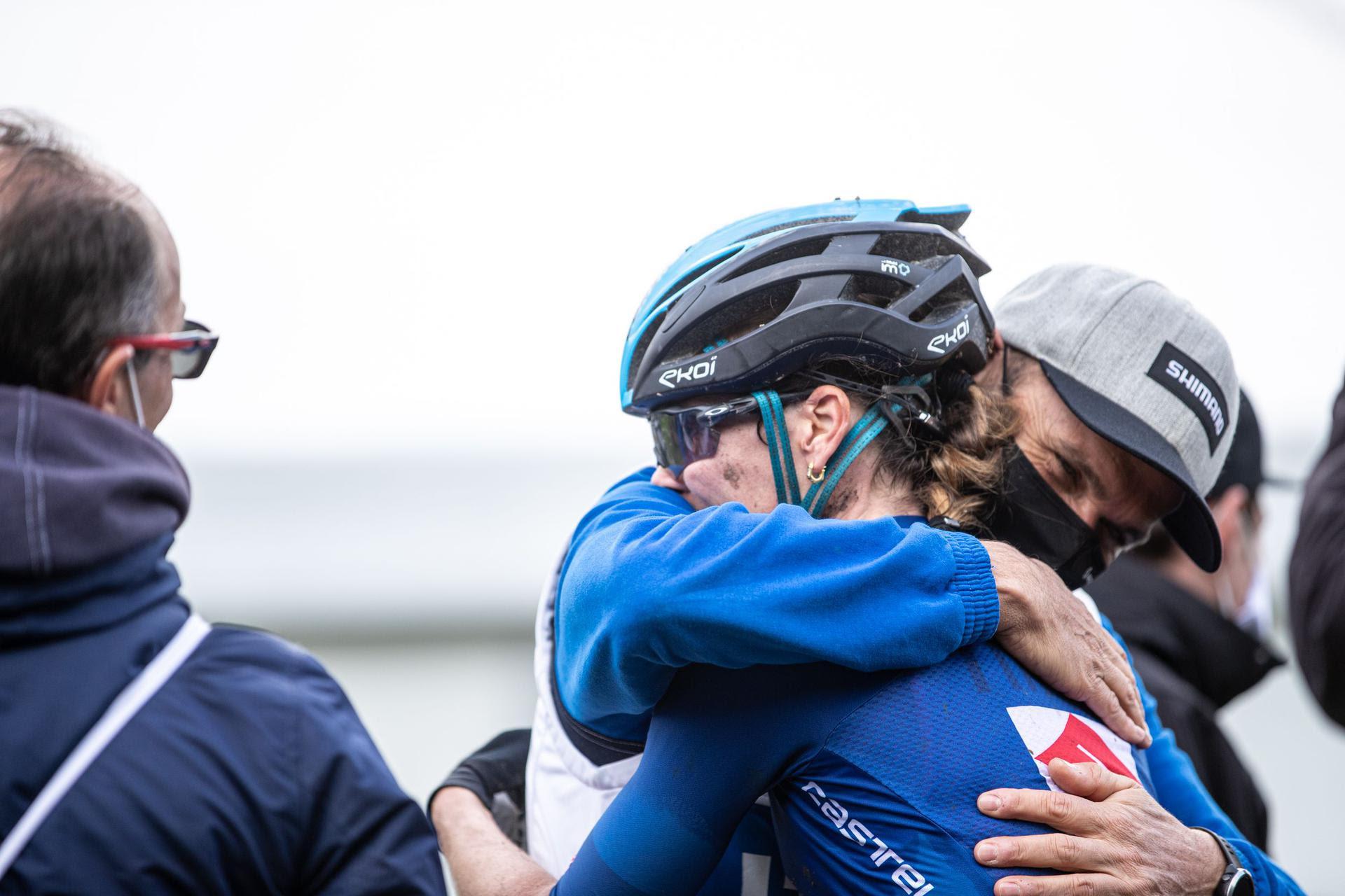 L'abbraccio tra Eva Lechner ed il CT azzurro Mirko Celestino