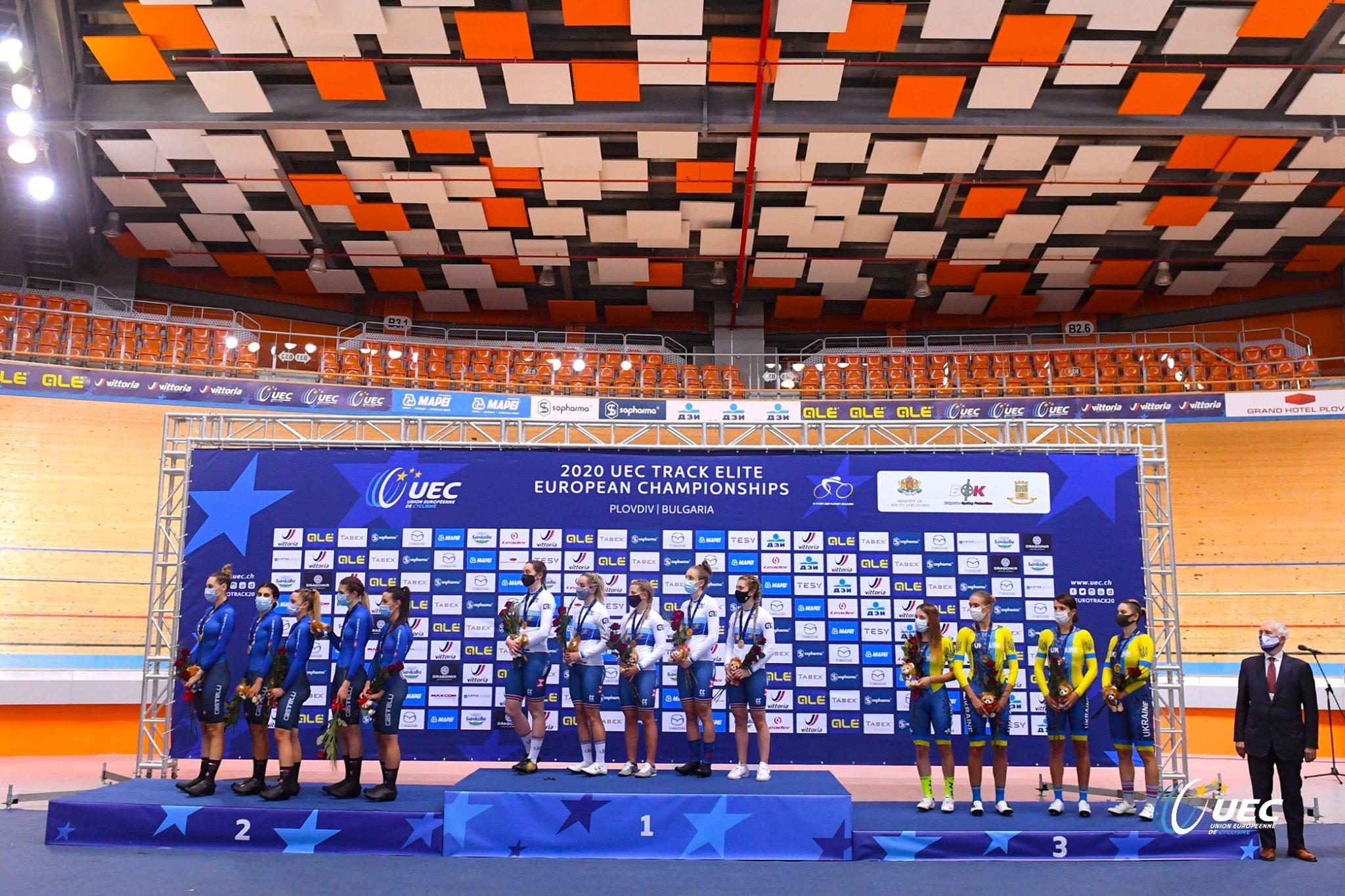 Il podio del Campionato Europeo Inseguimento a squadre Donne Elite di Plovdiv (foto UEC/BettiniPhoto)