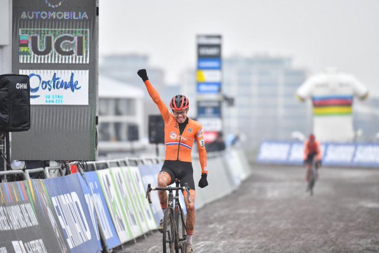 Pim Ronhaar vince il Campionato del mondo ciclocross Under 23 ad Ostenda (foto UCI)