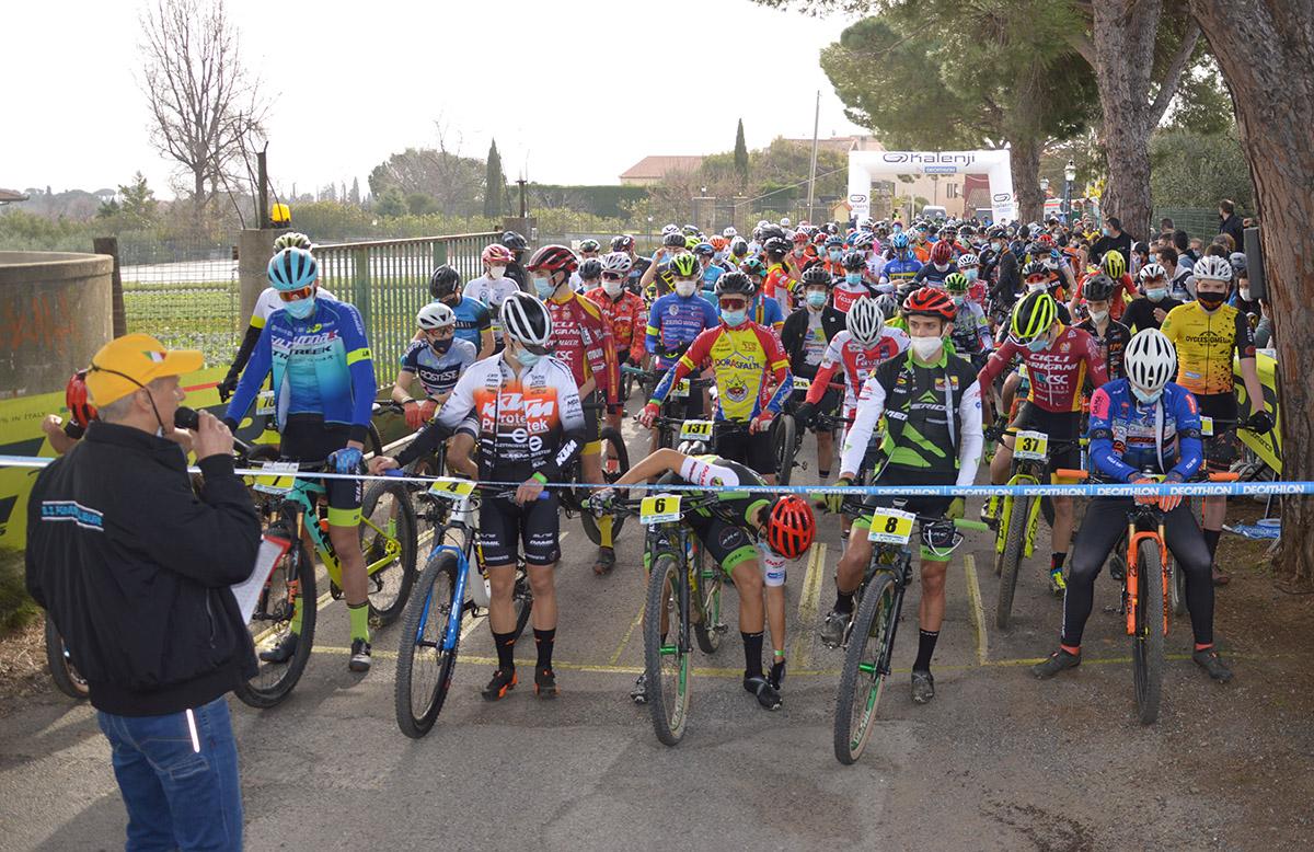 gli junior al via della Coppa Città di Albenga