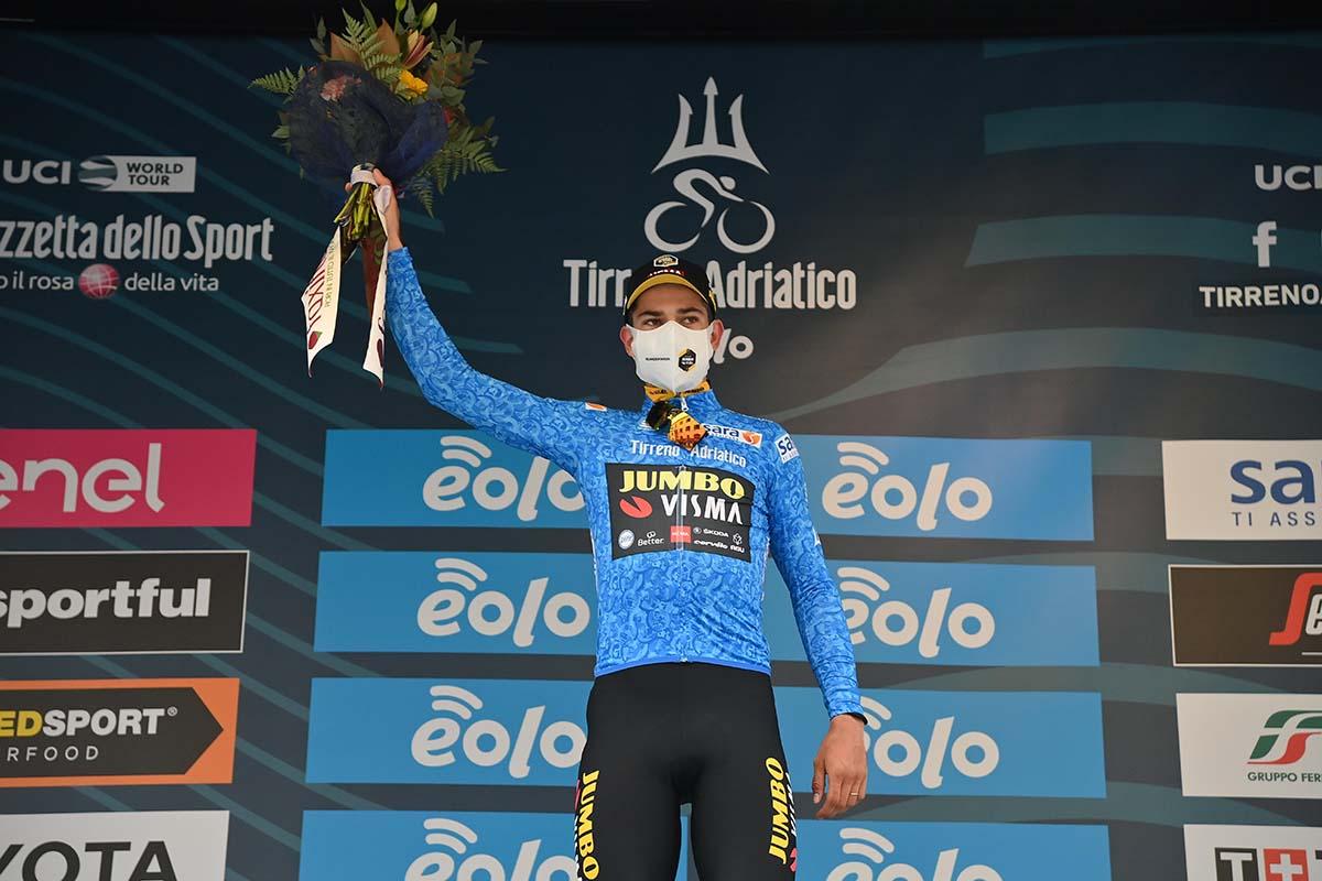 Wout Van Aert leader della Tirreno-Adriatico 2020 dopo la seconda tappa (foto LaPresse)