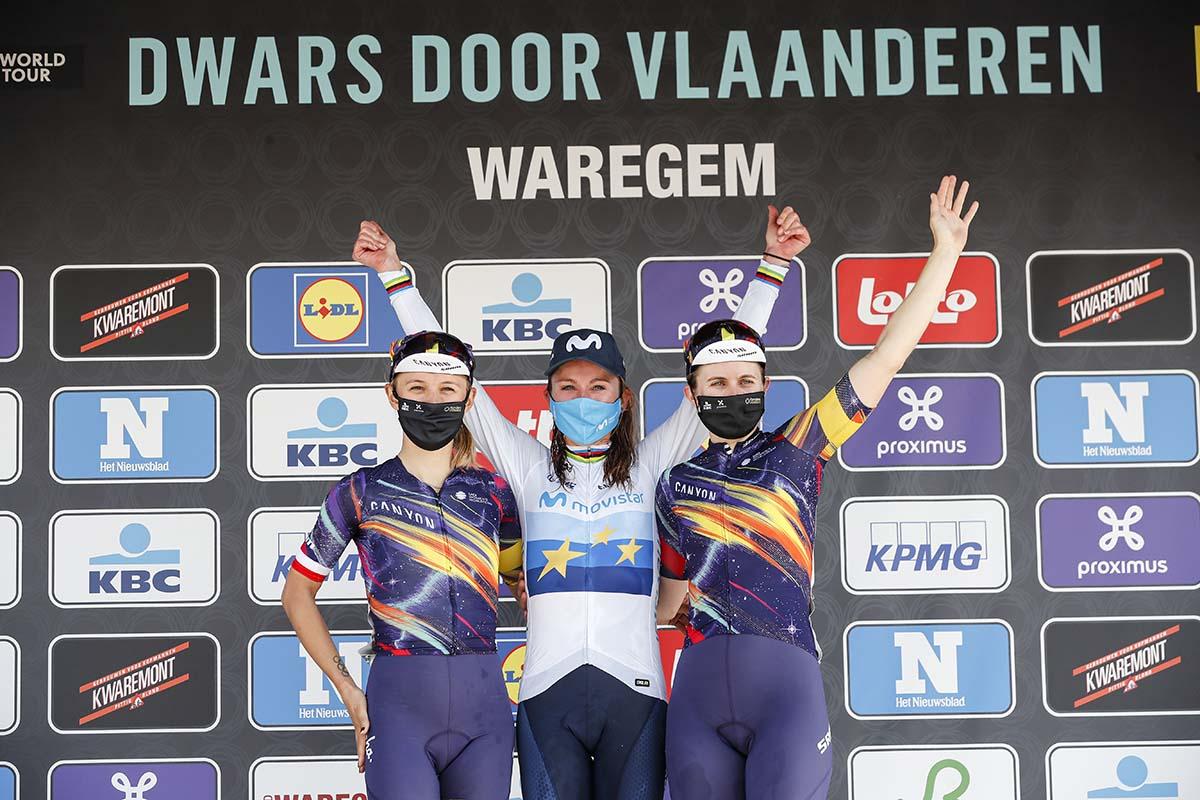 Il podio della Dwars door Vlaanderen 2021 (foto Photo Gomez Sport)