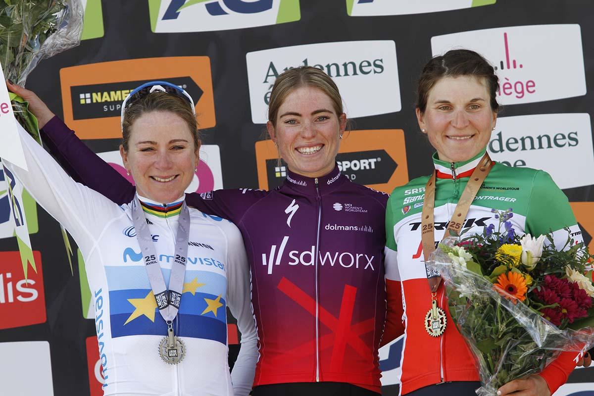 Il podio della Liegi-Bastogne-Liegi femminile 2021 (foto Sportfoto.nl)