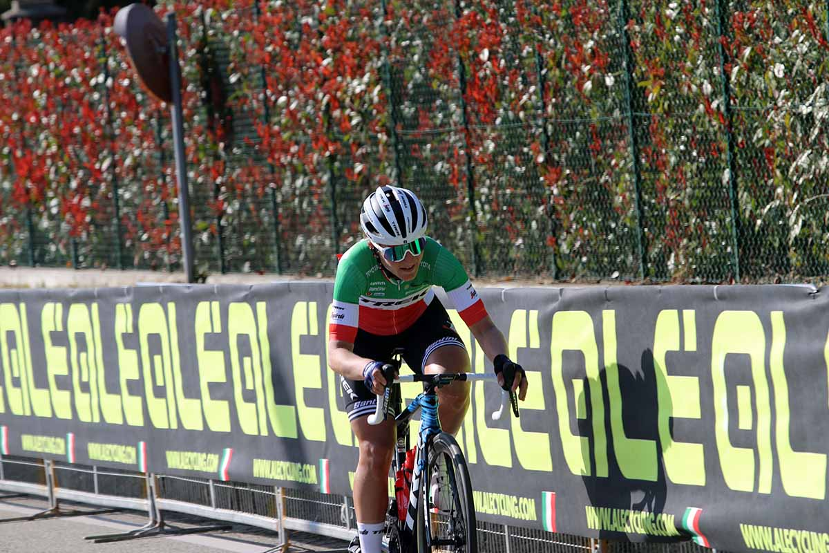 Fuga solitaria e vincente di Elisa Longo Borghini al Trofeo Binda 2021 di Cittiglio (foto Sportfoto.nl)