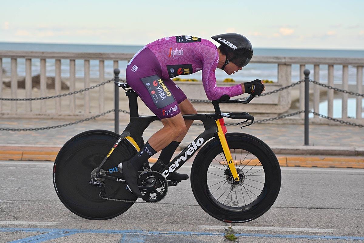 Wout Van Aert vince a San Benedetto del Tronto la cronometro valida per l'ultima tappa della Tirreno-Adriatico 2021 (foto LaPresse)